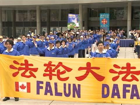多伦多法轮功学员庆祝大法日