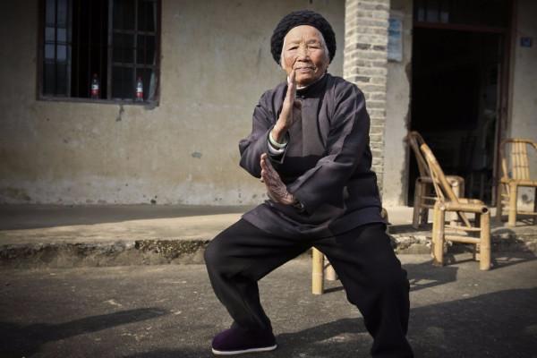 """浙江""""功夫奶奶""""  94岁健步如飞"""