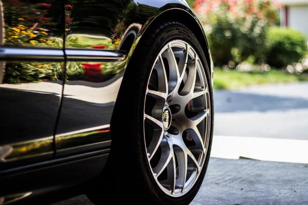 车子轮胎用了七八年都没有更换?10个方法教你减少车胎磨损(视频)