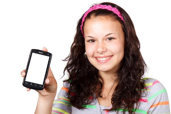 手机没电了又没充电器,教你一招让手机立即有电!