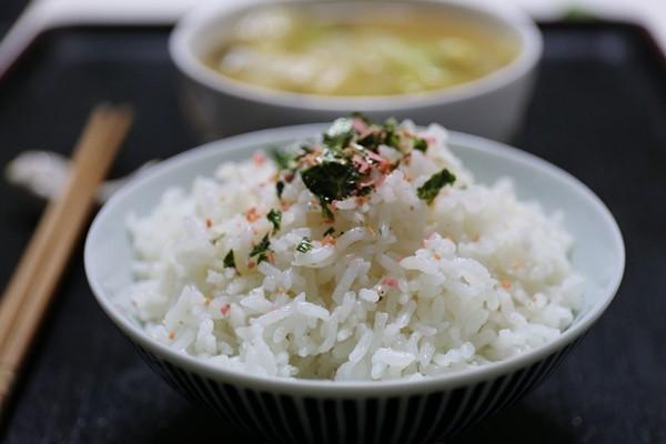 毒食品泛滥  网爆云南塑料米充大米害民