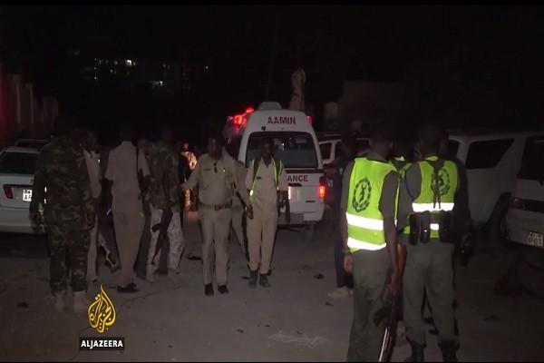 索马里青年党袭餐厅挟人质 14死30伤