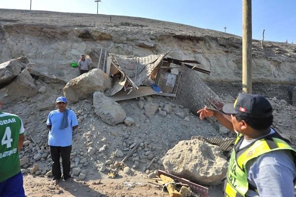 秘鲁7.1强震1死65伤 房倒路崩