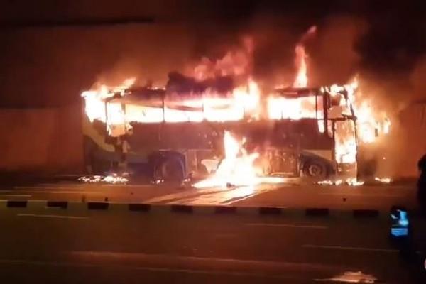 泰国巴士烧到只剩支架 缅甸21工人惨死