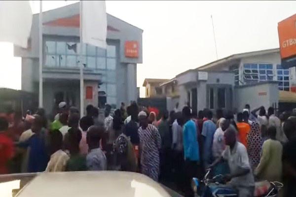 先襲警再炸銀行 尼日利亞商業區釀16死