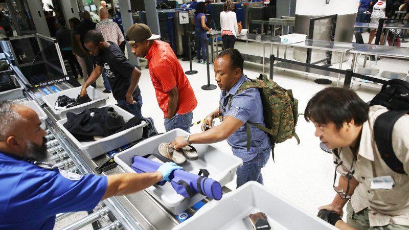 美機場安檢再升級 嚴查隨身行李食物、粉末