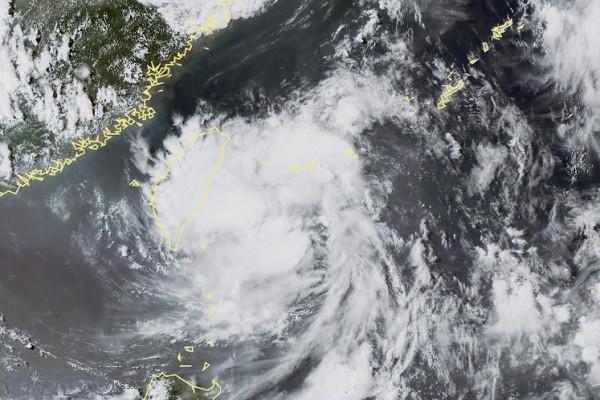 颱風「悟空」將形成接近台灣 天氣不穩出門需帶雨具