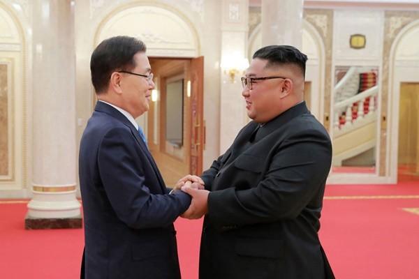 金正恩承诺半岛无核化 求韩国帮忙
