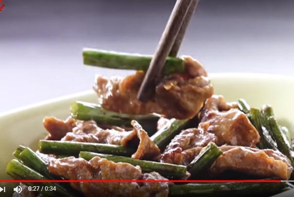 蚝油牛肉炒蒜芯 味道丰富家常菜(视频)