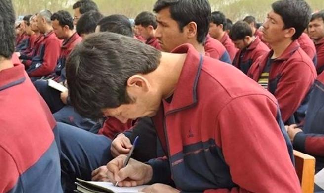 新疆集中營內幕被揭:規模驚人 購警棍手銬做「培訓」