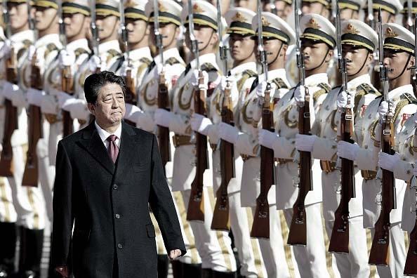 北京接受日本新「三原則」 安倍訪華現不愉快一幕