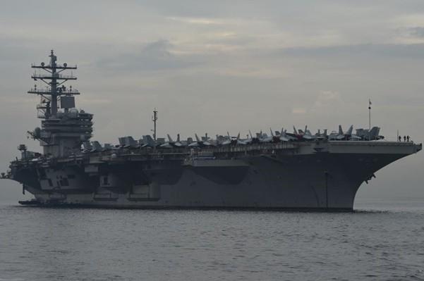 警示中朝?美雙航母打擊群在菲律賓海演習