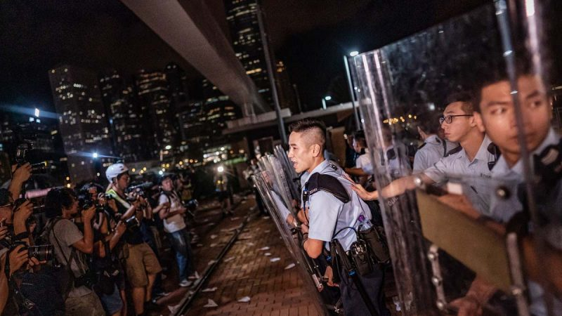 林郑拒辞职 港警再伤人 港人吁塞爆升旗仪式