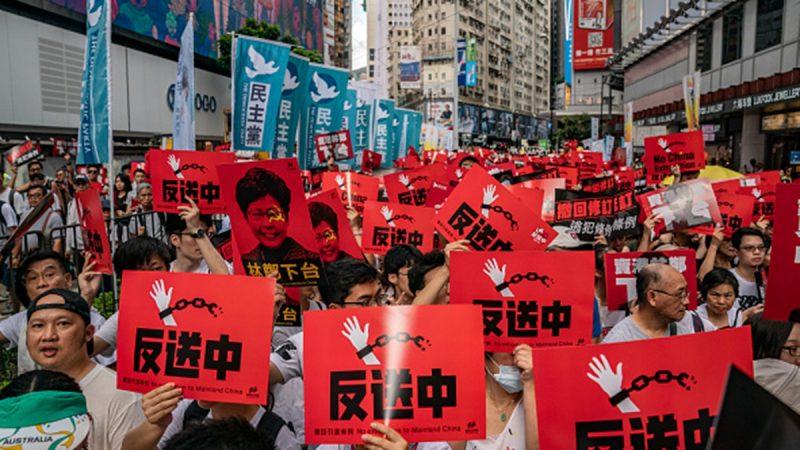 """香港""""反送中恶法""""行动或升级 港民全力支持"""