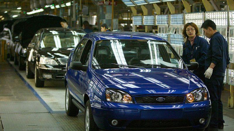 兩大車企在華銷量腰斬 或將撤出中國