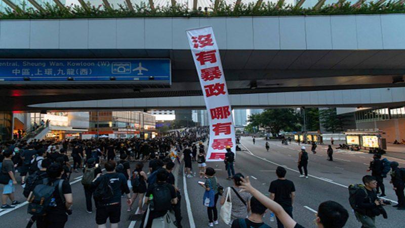 香港濒临失控?曾庆红:越乱越好