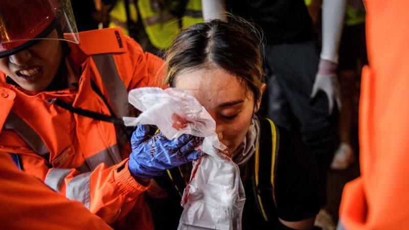 """《石涛聚焦》过万黑衣人瘫痪香港机场 要黑警""""以眼还眼""""回扣习近平的""""以牙还牙 """""""