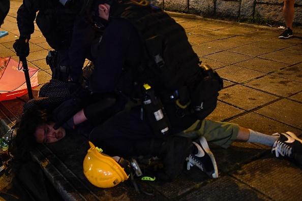 蓄意挑事?8.11逃脫者:警喬裝黑衣人無端毆打示威者