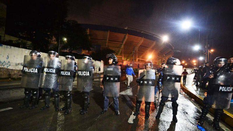 洪都拉斯球场足球迷爆冲突 酿3死至少10伤