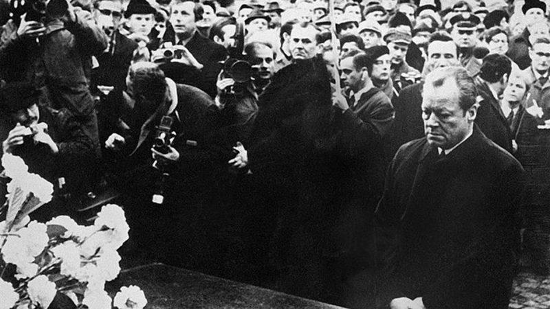 被譽「歐洲最強烈」謝罪表現  德總理向猶太人下跪(組圖)