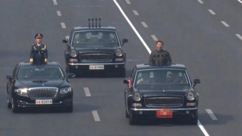 """习近平身后紧跟""""灵车""""?外媒评北京阅兵异象"""