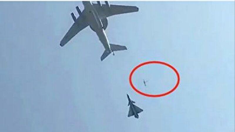 北京閱兵出事?傳戰機艙門墜落 中共緊急闢謠