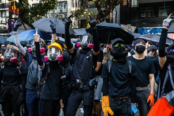 分析:毒牙早咬进香港 港人才感到入骨三分