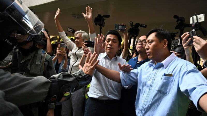 【直播回放】11.10港人多区抗争 警方出动水炮车清场