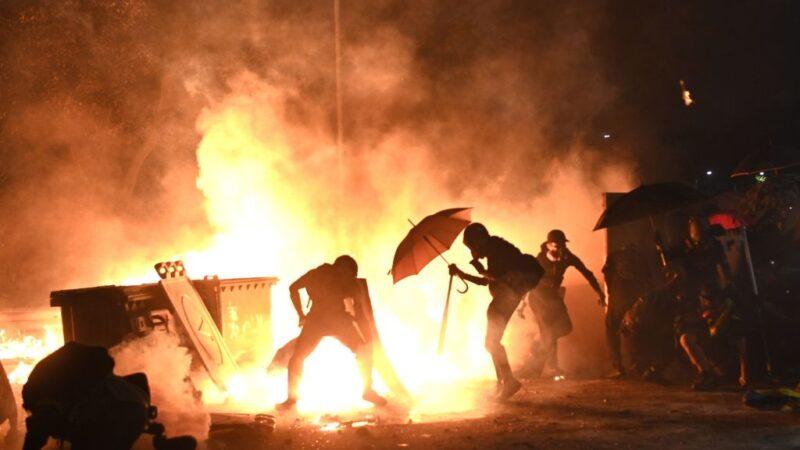 香港中大成战场 大批民众连夜支援(视频)