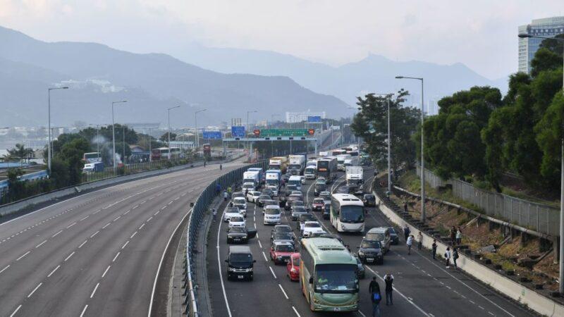 香港几近全城瘫痪 港府变相宣布停工停课
