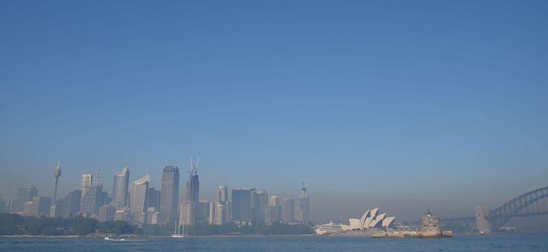 東澳「火龍捲」難捉摸 煙霧罩悉尼達「危險」等級