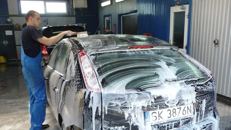 應該多久洗一次車?
