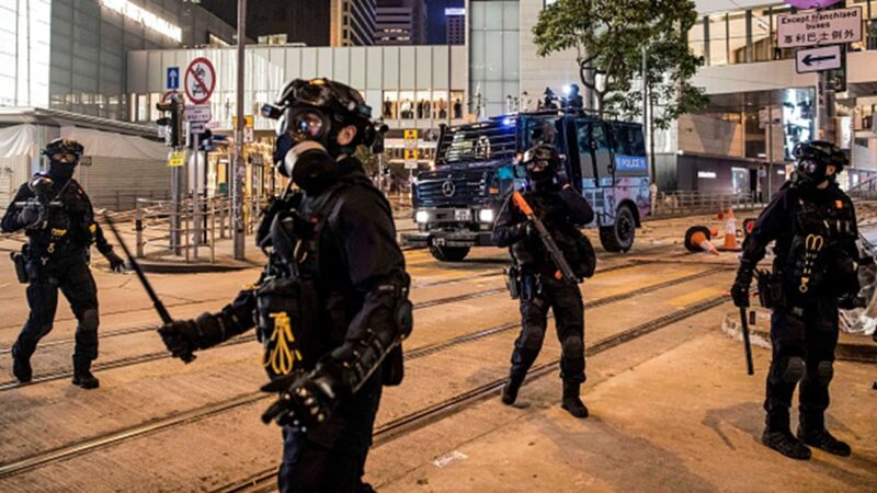 作为一个老师,目睹防暴警察攻入大学校园