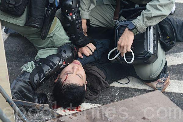 袁斌:港警结婚麻烦多与港警形象的崩塌