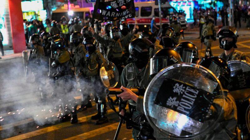香港抗争再掀高潮 38万人上街烽烟遍地(组图)