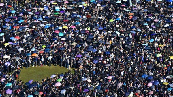 【珍言真语】吕秉权:《人民日报》罕有称港人和平游行,是想分化和理非及勇武派