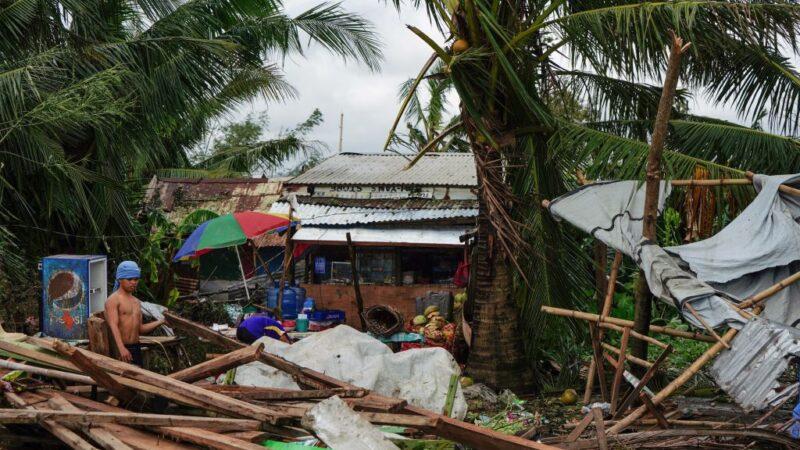 台风巴逢搅乱圣诞假期 逾2.5万人受困港口