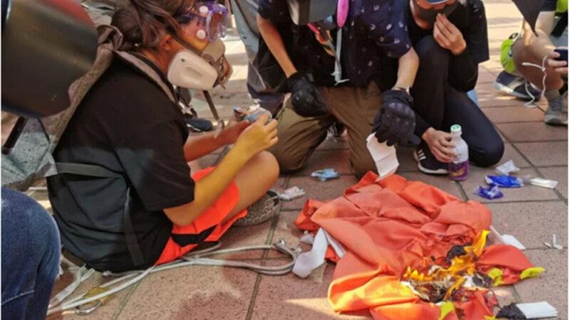 焚燒中共血旗 香港女童遭判12個月感化
