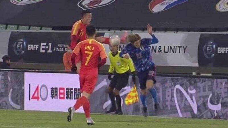 """日媒斥国足""""杀人飞踢"""" 姜志鹏奇葩辩解:他的头来撞我脚"""