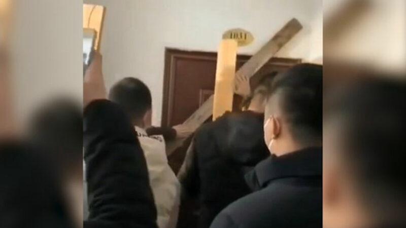 武漢肺炎患者陷絕境 醫院拒收、家門被封