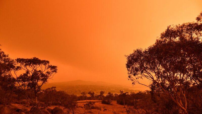 气温飙40度强风飘忽难测 澳洲野火扩散恐失控