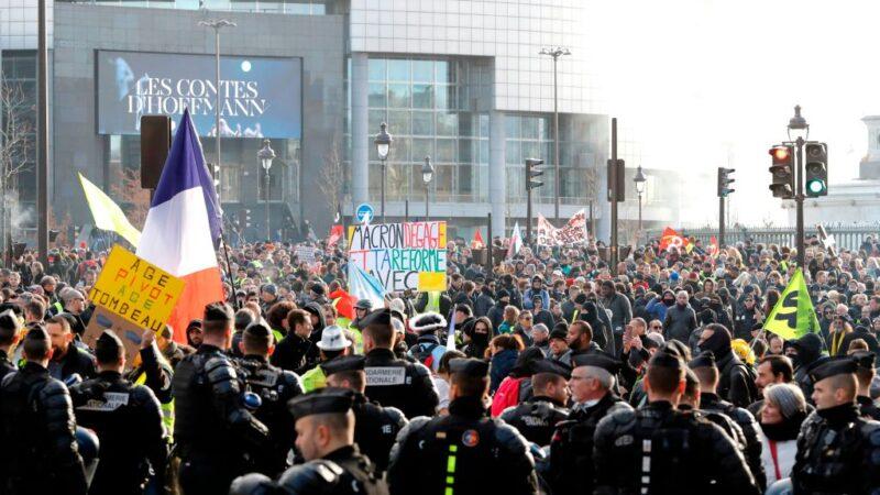 法年改罢工满月 巴黎再爆警民冲突