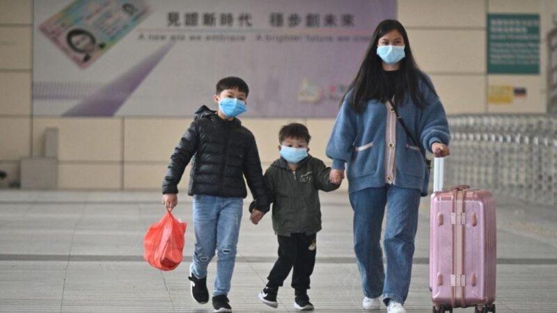 深圳实施出入证制度 市民被迫群体睡大街(视频)