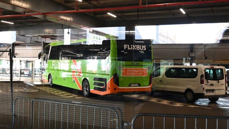 意巴士抵法国 司机严重咳嗽送医 乘客禁下车