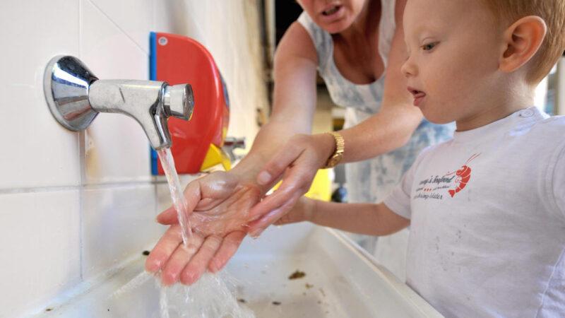 太多人不会洗手美专家震惊 如何洗才可防疫