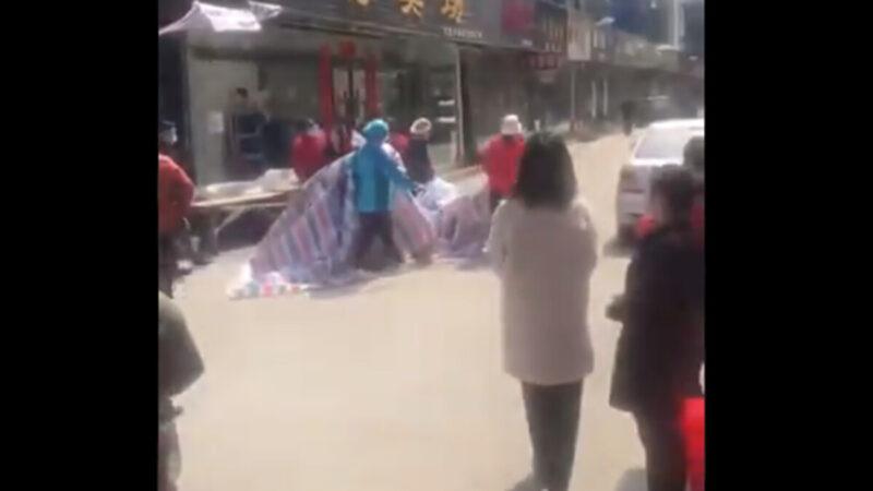 湖北惨剧!小孩饿死家中多日 尸体发臭(视频)