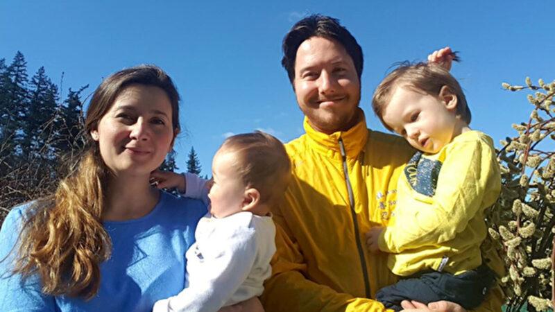 捷克法輪功學員:大法給我們一家人幸福