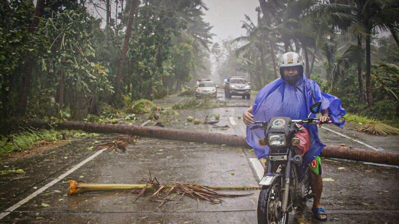 中共病毒笼罩东南亚 台风肆虐菲律宾 民众防疫中疏散