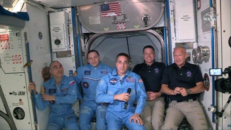 【重播】SpaceX龙飞船上太空 宇航员进驻太空站(同声翻译)