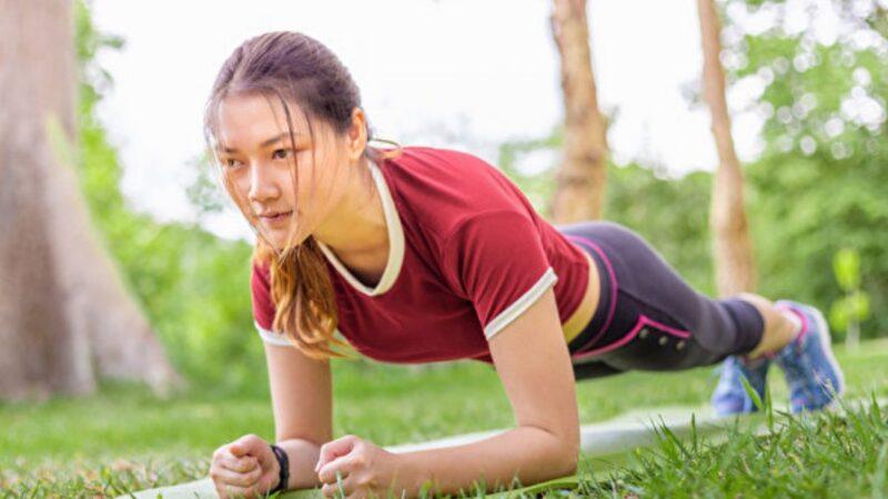 比仰卧起坐练核心肌群更有效!棒式运动正确做法(组图)